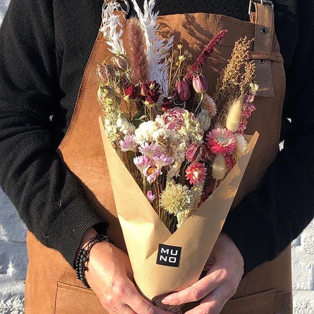 Pretty in pink #driedflowers #driedflowerbouquet #handmadeinbelgium #sustainable #gedroogdebloemen #fleurssechees #bouqu